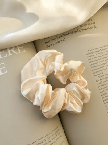 KAJO Jewels Scrunchie Cream Kremowa Satin